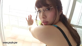 【着エロ】 メガネの似合うめっちゃかわいい巨乳のお姉さんが下着姿で悩殺ショットを連発するイメージビデオ♪