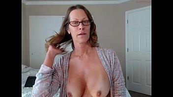 O femeie matura cu un corp xxx face senzatie pe videochat