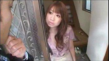 【巨乳・爆乳の熟女・人妻動画】この後、この爆乳妻がかなり乱暴に犯されます。乳輪のエロさヤバイ。服なんか引っぺがされます。