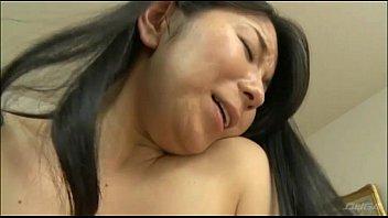 【巨乳・爆乳の熟女・人妻動画】この熟女はヌケる!感度抜群のスリム巨乳おっぱい熟妻を騎乗位でイカす!