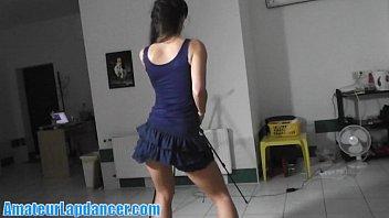 Imagen de Hace un casting para bailarina de table dance, tiene que moverse rico y sexy para el dueño