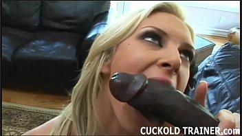 Blonda Suge Pula Prietenului Ei Negru