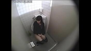 Мужская мастурбация в ваной видео