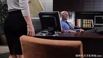 Secretaria peituda em video de sex dando muito