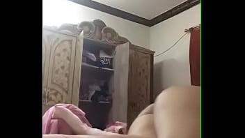 منقبة شرموطة بتترقص عشان تتناك في طيزها