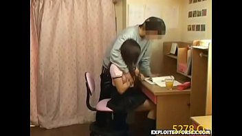 【家庭教師の潮ふき・オナニー動画】「お前脱げって」キチクえろカテキョが早々に生徒達に手を出す