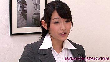 【レズの潮ふき・オナニー動画】(風間ゆみ-レズビアンビアン)金持ちな巨乳上司の風間ゆみが新人秘書に夜の仕事を教えてます