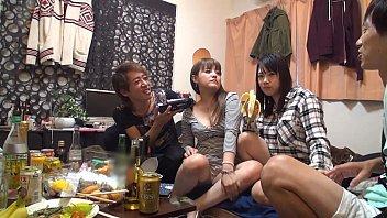 【3P・乱交のハメ撮り動画】これぞ宅飲みの醍醐味!酔わせた2人のギャルと4PSEXできたナイスな一日