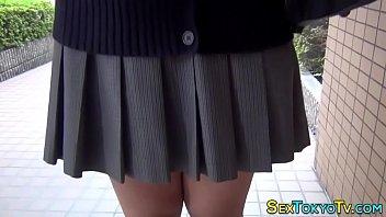 女子高生のパンツの中にローターを仕込んで散歩