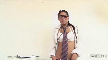 Cici doctora sexy enseñando su sexo