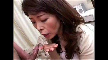神津千絵子 アナタの精子ちょうだい…上目遣いフェラでザーメンを一滴残らず搾り取る高齢熟女w