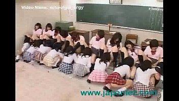 素人 レズ キス 女子校生  かなり大勢の女生徒が集まってそれぞれ濃厚レズキッスやクンニ責めで戦うガチバトル XVIDEOから削除される前に見てね!!