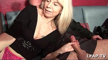 Mature libertine prise en double dans un club l... | Video Make Love