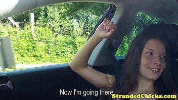 Автостопом подросток мигающий сиськи