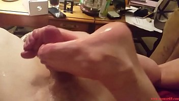 Roxxie giving me a footjob with oily soles pt 2 of 2...