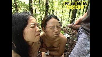 山の中で裸で草刈り、オヤジのをフェラ小便を顔で受け止めます