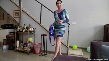 over40-Short-haired milf POV handjob