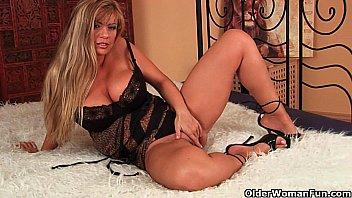 photos-action-big-boob-mature-women-free-pictures