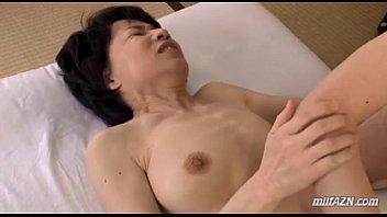 【人妻熟女】仕方マンでイカ陥る貧乳房スレンダー熟女子