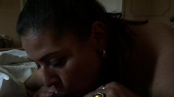 Gordita infiel se escapa de su casa para mamaì�rmela en el hotel.mov