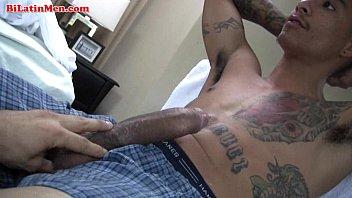 Videos Geis Gratis Tatted latin thug jerking of