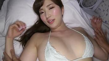 【着エロ】 めっちゃかわいい巨乳のお姉さんが下着姿で悩殺ショットを連発するイメージビデオ♪