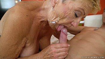 xxarxx الجدة كبير في العمر ينيك ميكانيكي الشباب  مفعم بالحيوية الجدات