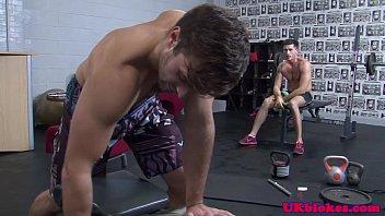 Películas Gays Gratis Englishmen muscle pounding tight ass