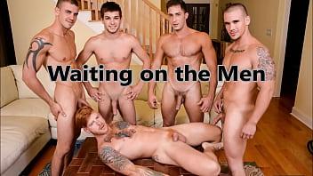 Мужики сосут члены сборник гей порно