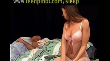 Follada por el marido mientras duerme
