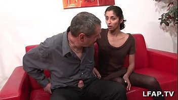 Casting porno d'indiana 23ans qui adore sucer des queues