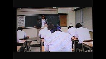 熟女の女教師がスクール水着で生徒とSEX|日本人動画の画像