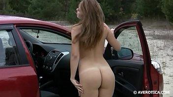 Amy desnuda en el auto