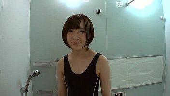 スクール水着の女の子がシャワールームでちんぽをしゃぶり、素股、挿入。