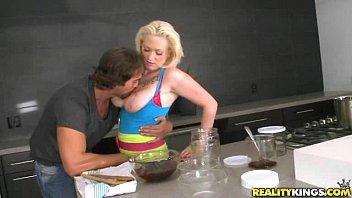 Как трахают толстых кухарок