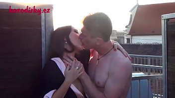 Appealing babe is delighting chap with sucking