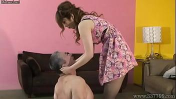 【ギャルのSM動画】女王様ギャルから殴る蹴る鞭で打たれるの暴行を受けるオジサン