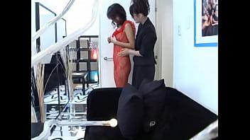 【ギャルのレズ動画】バイセクシャルな下着店員に口説かれレズビアンられちゃう女性客