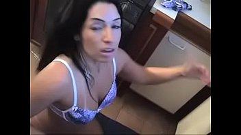 Monica santiago enfiando banana no cú