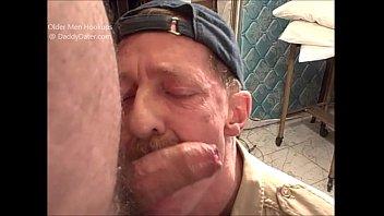 Videos Orno Gay Hairy uncut cameraman bear gets blown by 2 horny daddies