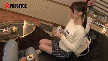 【鈴村あいり】お酒を飲んで手マンをされるとよく潮を吹くオマンコになる