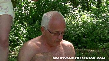 Видео В Категории: Секс в Лесу