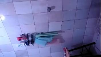 Dora ducha peluda