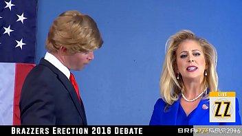 公開討論でセックスを披露するトランプとクリントン