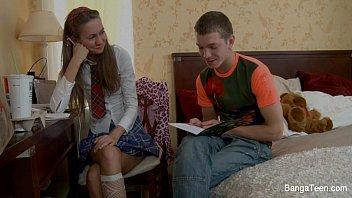 Подросток школьница трахал ее в жопу