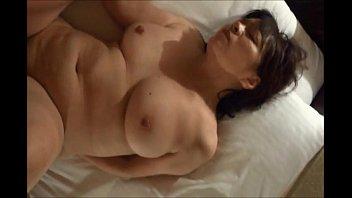 【五十路無料動画】個人撮影 垂れ乳巨乳おっぱい豊満五十路熟女をラブホで不倫主観SEX!(04分26秒)