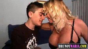 Sobrinho comendo a tia gostosona no videos porno