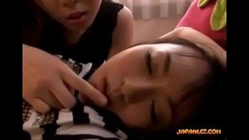 ハート型のパンティが可愛い巨乳娘が寝てる間に脱がされて乳首を愛撫されるレズプレイ