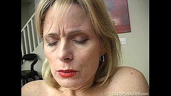 Mature amateur has an orgasm | Video Make Love