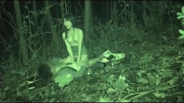 可愛い娘が彼氏に指マンされて闇の中でセックスする姿をモニタリング